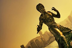 Here comes Bruce Lee... (diankarl (www.diankarlina.com)) Tags: china travel sunset sculpture holiday statue hongkong asia dusk kungfu figure actor starferry kowloon brucelee tsimshatsui avenueofstars earthasia diankarl diankarlina micarttttworldphotographyawards micartttt perfectactionshot wwwdiankarlinacom