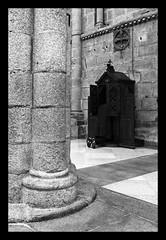 081123-081201 Santiago1056_RAW (fabien thibault) Tags: blackandwhite noiretblanc religion nb espagne cathedrale confession photographe priere galice santiagocompostela corogne saintjacquesdecompostelle fabienthibault