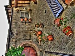 Almost 100% Medieval (Freddy2081) Tags: italy italia medieval pots middleages hdr assisi umbria vasi