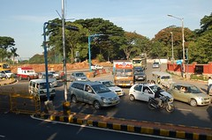 """Windsor Manor """"Oval"""" Traffic merging at the Jn"""