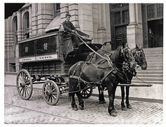 Regulation Wagon (Smithsonian Institution) Tags: horses wagon washingtondc carriage post mail usps mailman postman postie smithsonianinstitution bostonmassachusetts nationalpostalmuseum badosa:obra=n179 postofficesquareboston horsedrawnmailwagon
