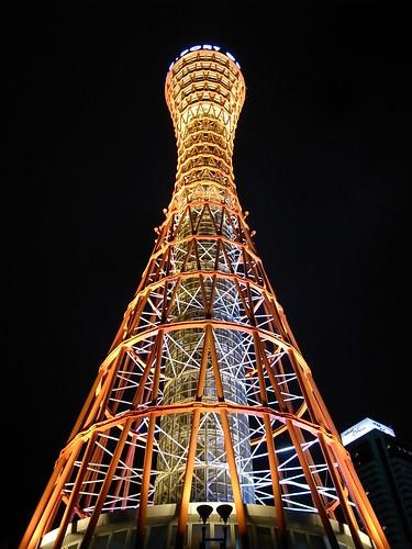 站在神戶塔腳下