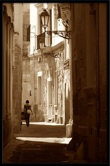 (Ea) Tags: strada estate case via 2008 lecce lampione seppia visiongroup fotografinewitaliangeneration