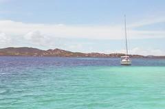 el caribe (guayneta) Tags: azul mar vacaciones barquito caribe martinica turquesa sineditar