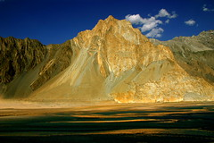 Some Foreground Colours (Passu Cones, Pakistan) (Amir Mukhtar Mughal | www.amirmukhtar.com) Tags: pakistan light beautiful wonderful river landscape canon300d scenic hunza northernareaofpakistan passucones vosplusbellesphotos