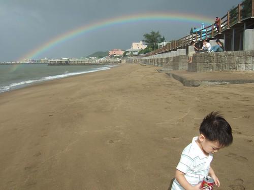 美麗的虹與小綸。
