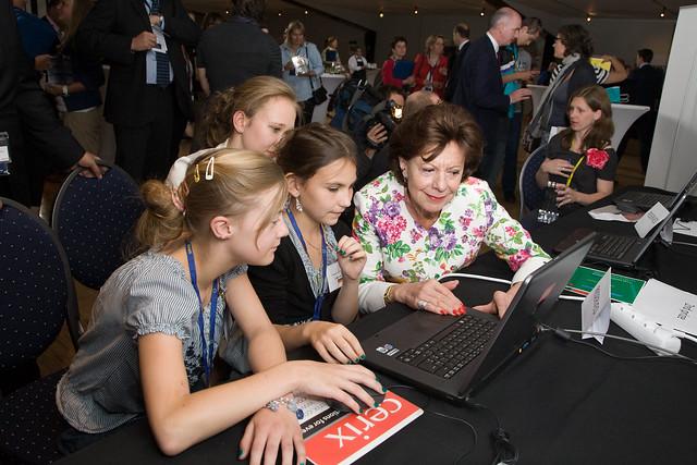 Νίλι Κρόους: «Καλύτερο διαδικτυακό περιεχόμενο για παιδιά»