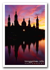 Baslica de Nuestra Seora de El Pilar, Zaragoza (Tony Glvez) Tags: city sunset pordosol red sky espaa orange reflection heritage church colors silhouette ro sunrise river geotagged atardecer spain rojo agua espanha colours cathedral sony laranja cities catedral iglesia cu colores vermelho zaragoza ciudades amanecer igreja cielo reflejo aragon silueta ebro naranja reflexo cultural sonycybershot cidades baslica patrimonio aragn historico elpilar geolocated roebro geolocalizada geoetiquetada baslicadeelpilar geoposicionada geopositioned geo:lat=41656857 geo:lon=0878444