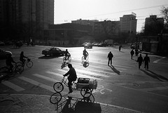 beijing intersection (travelight) Tags: china street blackandwhite film action 28mm beijing summicron flare intersection nocrop contrejour m7 travelight machinescan