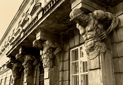 Caryatids and Atlantes in Warsaw (Jan Ronald Crans) Tags: poland polska polen warsaw caryatids warszawa atlantes telamon atlant caryatidsandatlantes warshau