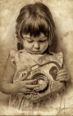 My daughter photographer (Mariano Villalba) Tags: camera old girl sepia paper hands decay young photographers nena viejo fotografa obramaestra