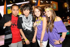 Miley Cyrus, Mandy J, Adam Sevani, and Jon Chu (iHeartJonasMiley&Demi) Tags: mandy adam acdc brothers teen choice mm awards cyrus jonas cru miley sevani jiroux