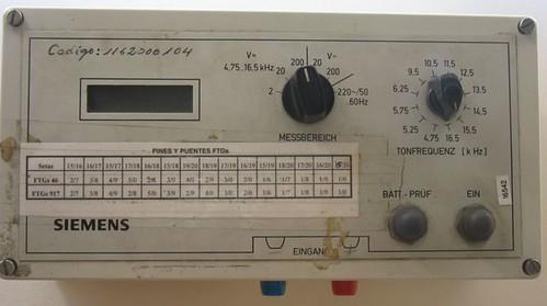 Imagen:Panel frontal del voltímetro selectivo .