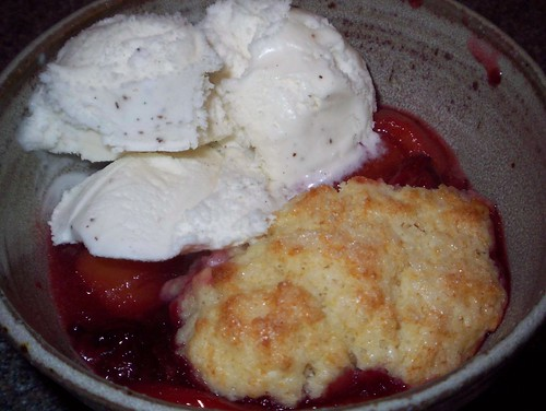 peach blackberry cobbler a la mode