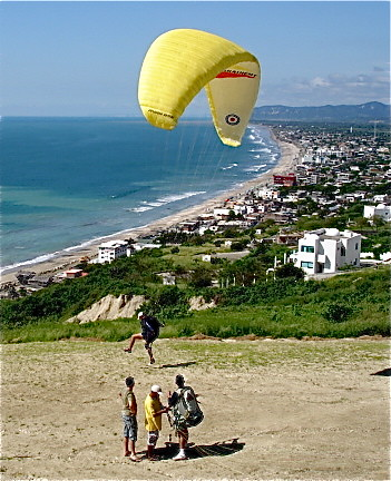 Ecuador-Beach-crucita-parasail-