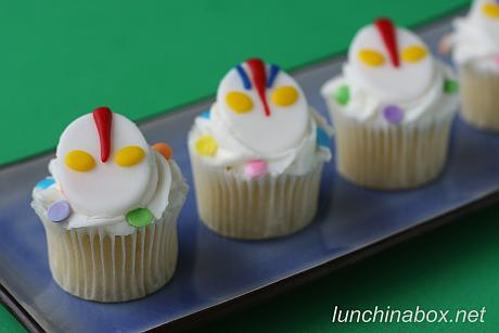 Ultraman mini-cupcakes