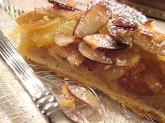 apple-almond braid slice