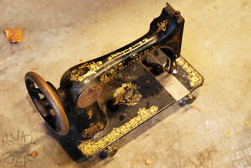 Vintage D series Singer sewing machine