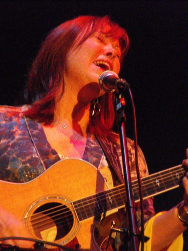 Suzy Bogguss mic