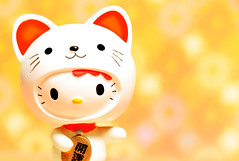 Maneki Neko! Fortune kitty (m4calliope) Tags: hello cat toy kitty fortune sanrio neko bobblehead maneki beckoning