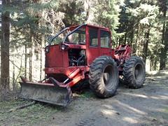 Traktor typu LKT 80 v lesku - Flje (Teplice) Tags: traktor dam 80 talsperre teplice lkt flje vodn ndr