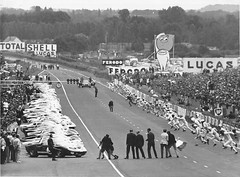 START! (tiger289 (The d'Arcy dog supporters club)) Tags: ford gt40 lemans lemansstart cars bw 6x7 racing racingdrivers sprint sprintstart track trackmarshalls lemans24heures lemans24hours history historicrace carracing legends monochrome blackandwhite stills moviestills