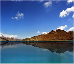 Planet Earth 06 (Katarina 2353) Tags: china blue mountain lake snow mountains reflection film nature water landscape photography nikon asia flickr image turquoise paisaje tibet tso paysage priroda himalayas yamdrok tjkp pejza tibetanlandscape katarinastefanovic katarina2353