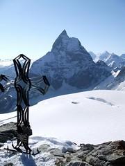 J6 : Le Cervin / Matterhorn - 4478m (twiga269  FEMEN #JeSuisCharlie) Tags: mountain montagne schweiz switzerland suisse route matterhorn wilderness om montaa haute alpinisme onthetop twiga cervin hauteroute chamonixzermatt mountainsalps  elevation40004500m bertol altitude4478m summitmatterhorn schonbiel summitcervino  allibert p408 twiga269 summitcervin facewest alliberttrekking