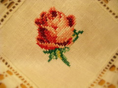Rosa (rose) (Oh!.. So cute!) Tags: linen embroidery crochet cottage artesanato toalha bordado pontocruz linho rendas crossstitched toalhabordada laceword