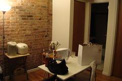 JEFF家,客廳很小巧,紅磚面大加分