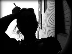 rotondità (•:• panti •:•) Tags: silhouette persona bn cielo palazzo bianconero luce verticale finestre sigaretta testa piastrelle mattonelle dalbasso profondita bnritratto