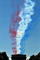 (Arnaud Lerondeau) Tags: paris plane champselysees rouge nikon jet champs arc triomphe july bleu airshow 14th nikkor fte elysees juillet blanc militaire avion jetfighter avions nationale dfil d300 elyse 70200mmf28gvr