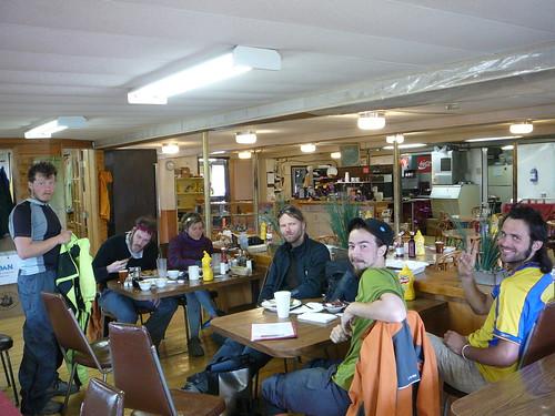 Al fin una cafeteria ( hay 2 en toda a ruta en 13 dias) se imaginan la alegria y todo lo que comimos