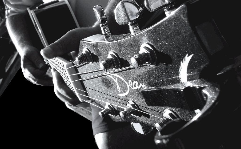 guitarbig4[1]