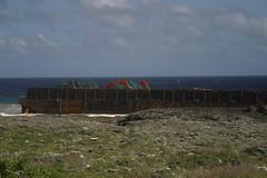 左下角的橘點是海巡官兵,對照海上工作平台的大小;圖片來源:蘭嶼國小張信儒老師。