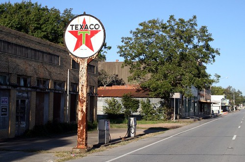 highway view of wallis texaco