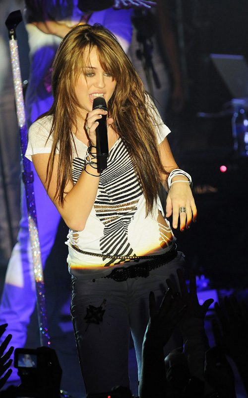 Miley Cyrus In Concert In Paris (USA AND OZ ONLY)