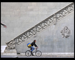 Bern, Rathaus (Dreamer7112) Tags: bicycle wall stairs awning schweiz switzerland nikon europe suisse suiza cityhall stairway explore staircase sua townhall bern walls svizzera altstadt berne berna bigbag d300 berneraltstadt velorider dreamer7112  nikond300 oldcityofberne capitalimpressions humaningeometry