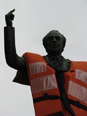 """Sobrevivncia"" Eduardo Srur ""A Ibrahim Nobre O Tribuno"" Luiz Morrone (ARTExplorer) Tags: brazil brasil bronze monumento sopaulo brasilien brasile brsil morone brazili morrone brazylia brazilija brazlia revoluoconstitucionalistade1932 luizmorrone luismorrone aibrahimnobreotribuno parquedoibirapuerea coletesalvavidasaibrahimnobreotribuno ibrahimdealmeidanobre"