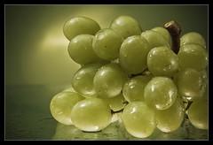 detoxification... (ANVRecife) Tags: green null glow grape vallejos 40d anvrecife