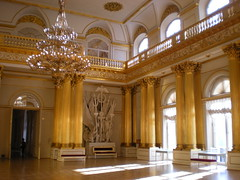 The Armorial Hall @ the Winter Palace in St. Petersburg (sftrajan) Tags: architecture stpetersburg russia palace palais saintpetersburg gilded winterpalace palast russie rusland romanov palacio vinterpalatset  sanpietroburgo russland sanktpetersburg  rosja pietari ryssland    sanpetersburgo sintpetersburg venj winterpalast vasilystasov rusko saintptersbourg venemaa romanovdynasty zimniydvorets peterburi  thearmorialhall palaisdhiver   palaceinteriors