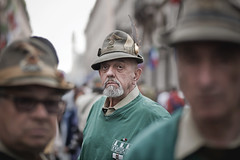 (paolomezzera) Tags: street portrait man torino soldier army candid hats streetphotography hero warrior alpini viaroma ritratto maggio alpino raduno soldato canonef85mmf18 2011 adunata esercito pennanera paulmezzer unconventionalheroes oldstylehero