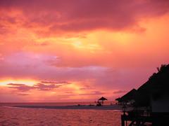 Maldives - Gangeghi Sunset (biluu_72) Tags: sea beach island sand paradise mare simply maldives spiaggia ari isola maldive atholl atolli aplusphoto goldstaraward gangeghi flickrlovers theworldinpink peachofashot