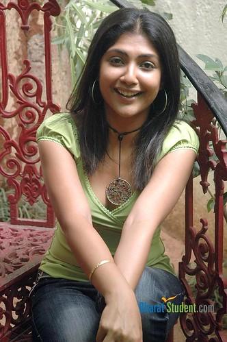 Kamalini Mukherjee _ BharatStudent.Com