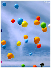 Bales Coloridos/ Colored Balloons (Adalton Ramos) Tags: blue red brazil green colors yellow brasil happy sony happiness colored xingu dalton ballons par ramos altamira bales amaznia platinumheartaward daltonramos flickrraimbowpics bemflickrbembrasil