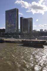 Tour Est (Jack_from_Paris) Tags: paris boat à x bnf bateau 13 quai xerox laseine nikon18200vr françoismitterand nikond300 paris13°france jpr2511