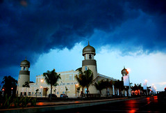 dark sky (SHARM is Sharm.Captured) Tags: sky mosque terengganu darksky conventioncentre iloveit inspiredbylove kualatrengganu theperfectphotographer masjidkristal tamantamadunislam pulauwanman lifetravel
