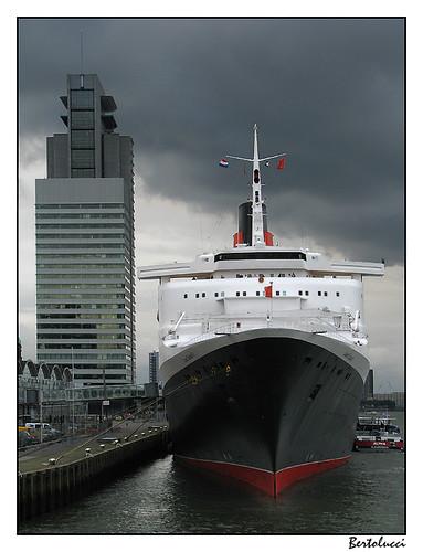 QE 2 in Rotterdam