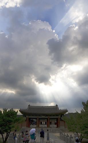 Chaonggyegung sun beams