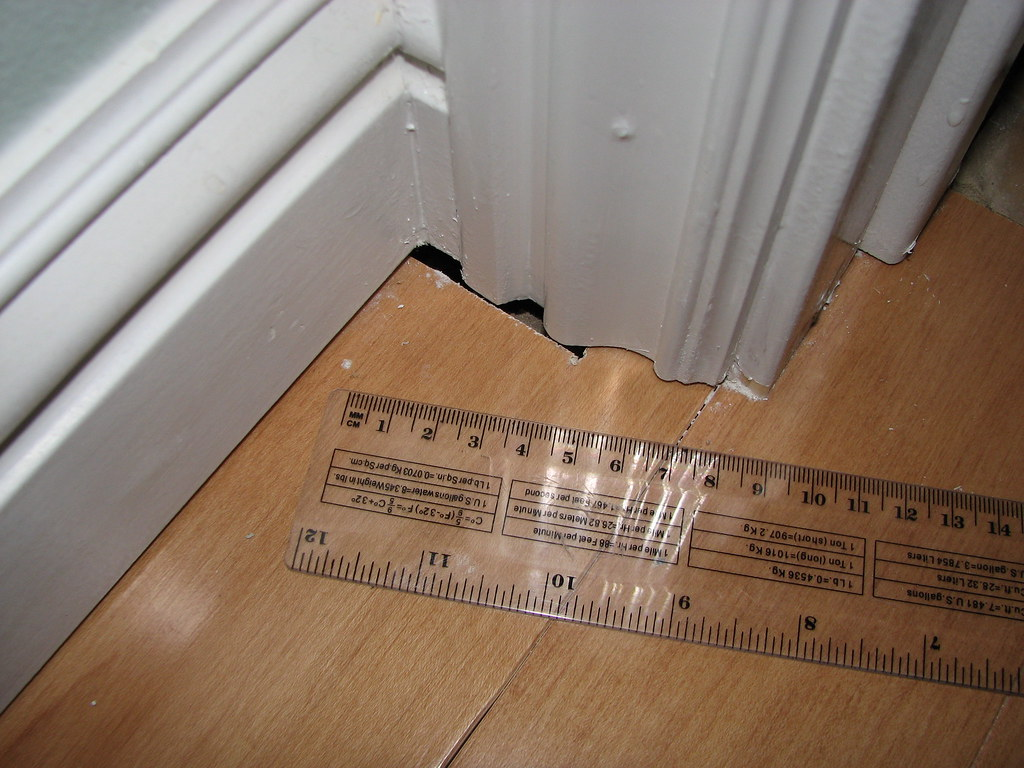 Home Remodel Sept 19 2008 - Floorboard gaps not filled before adding baseboard